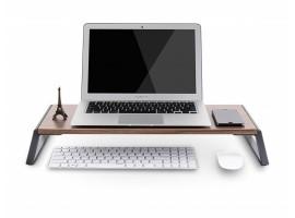 dřevěný stolek s hliníkovými nohami